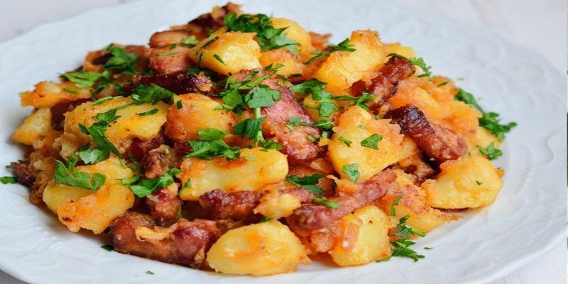 Тушеная картошка с грудинкой