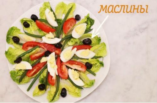 раскладываем салат на тарелке