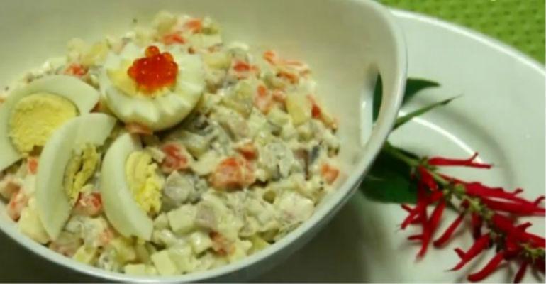 Салат с сельдью по-русски