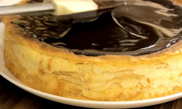 Пирог покрываем шоколадом