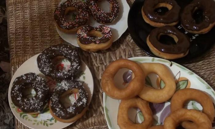 Пончики в кокосовой стружке