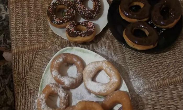 Пончики в сахарной пудре