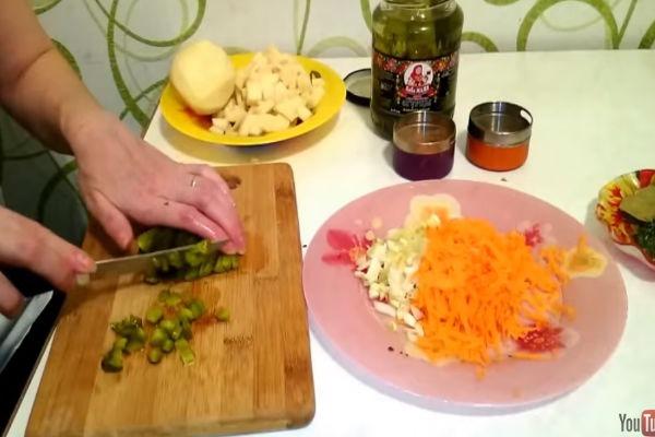 Рецепт рассольника с перловкой и солеными огурцами