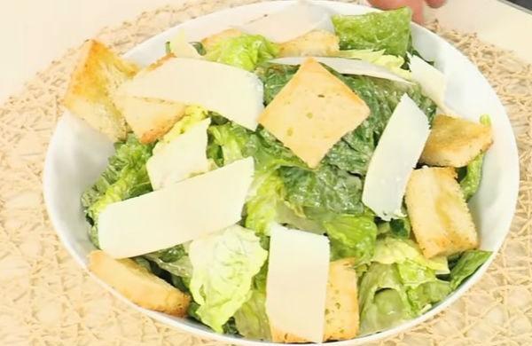 Как приготовить салат Цезарь