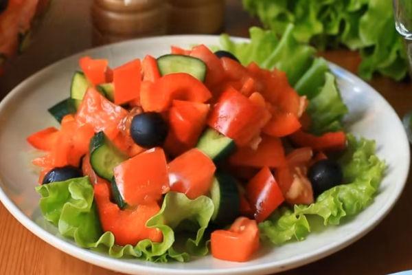 Как резать овощи на греческий салат