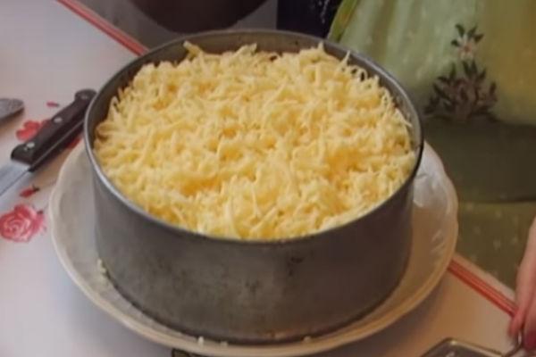 Салат Мимоза с сайрой и сыром