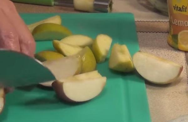 Утка фаршированная яблоками и черносливом