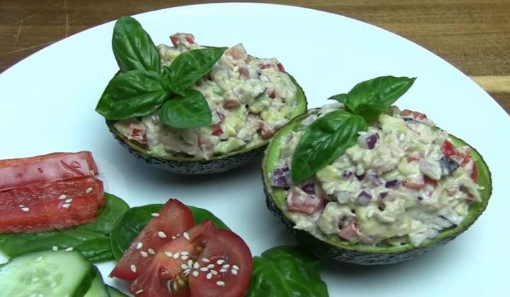 Салат из авокадо рецепт очень вкусный с курицей