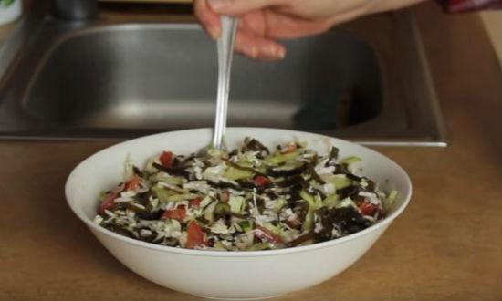 Салат из морской капусты с овощами