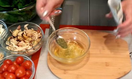 В посуду наливаем масла