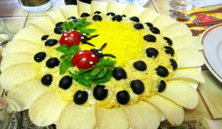 Салат Подсолнух с ананасом