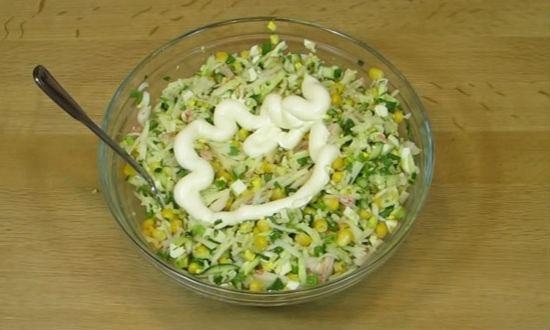 Крабовый салат классический с огурцом рецепт с очень вкусный