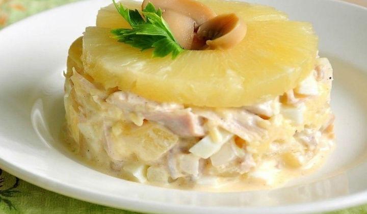 Салат из курицы с ананасом картинки