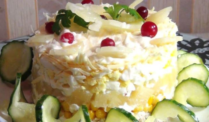 Салат с куриной грудкой и ананасом