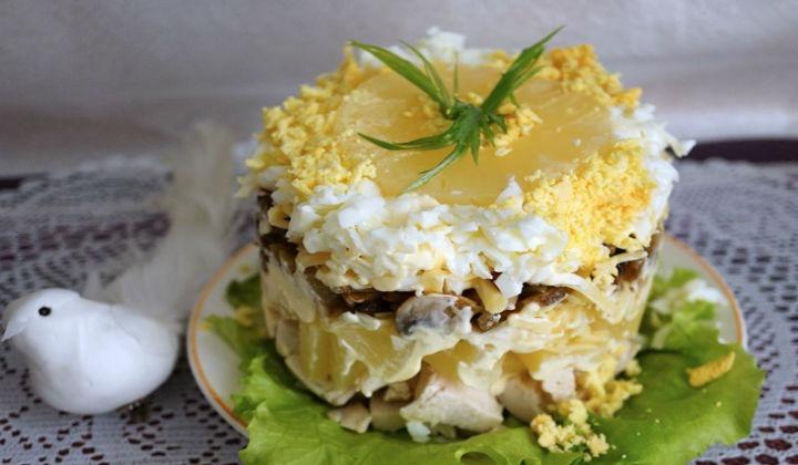 Салат из ананасов с грибами