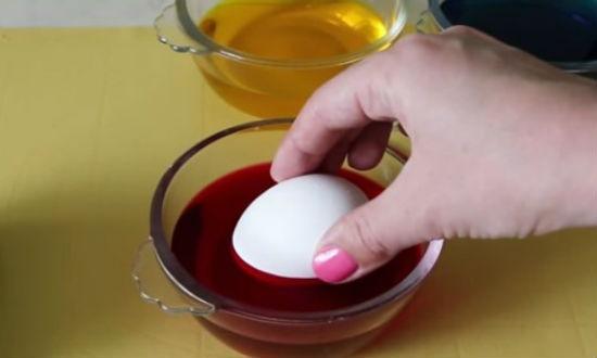 Окраска яиц на Пасху