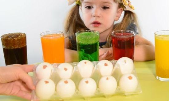 Как покрасить яйца влуковой шелухе красиво