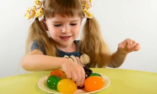 Оригинальные яйца из желе на Пасху