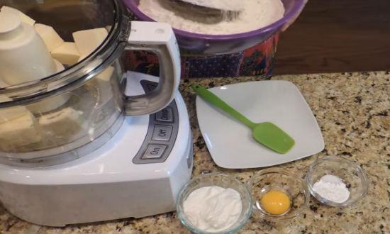 Тесто для пирожков: дрожжевое и на кефире. Пирожковое тесто для жареных пирожков быстро и просто