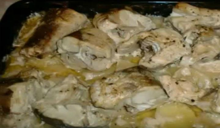 Минтай запеченный с картошкой