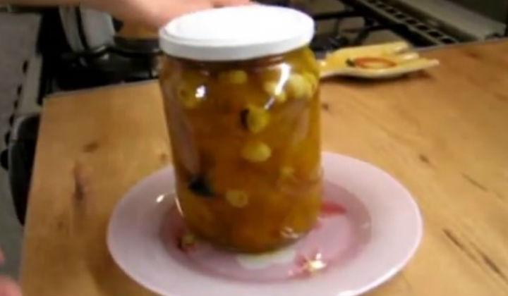 Варенье из абрикосов в скороварке с орехами