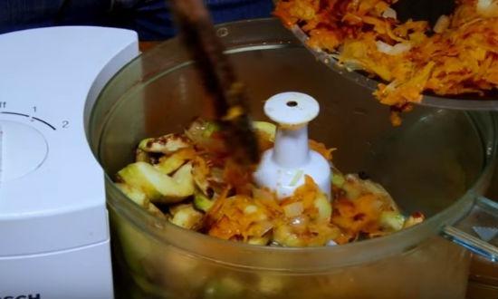 Измельчаем овощи в блендере