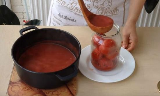 Заливаем томатный сок