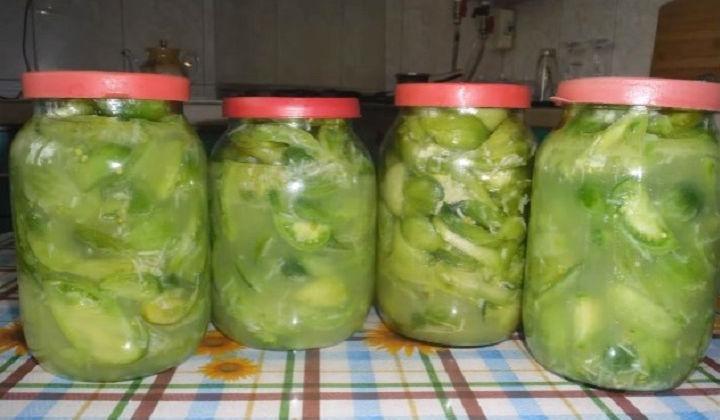Салат из зеленых помидор на зиму с чесноком