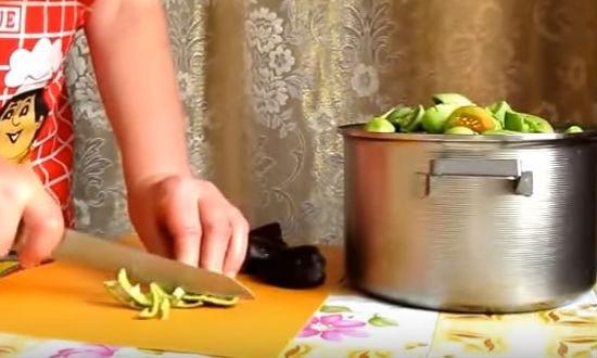 Нарезаем перец