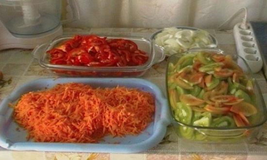 нарезанные овощи для салата