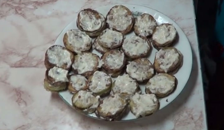 Жареные кабачки с чесноком и майонезом
