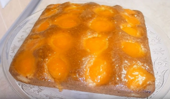 Пирог с абрикосами на кефире
