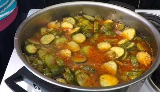 Готовый салат из огурцов на зиму, пальчики оближешь