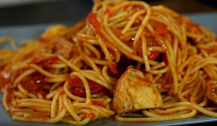 Курица со спагетти на ужин