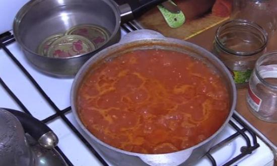 Аджика на зиму классический рецепт из помидор и чеснока