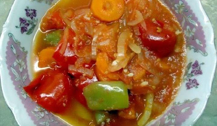 Лечо из перца и помидор с морковью и луком