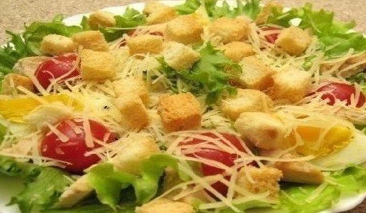 цезарь салат рецепт с курицей и сухариками классический простой рецепт