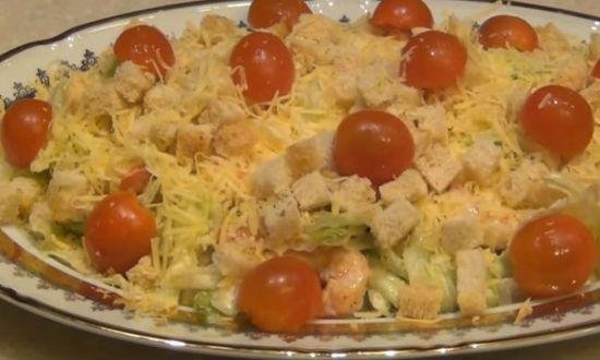 Украшаем салат помидорами