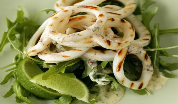 6 рецептов помогут приготовить праздничные и повседневные блюда с богатыми белком морепродуктами.