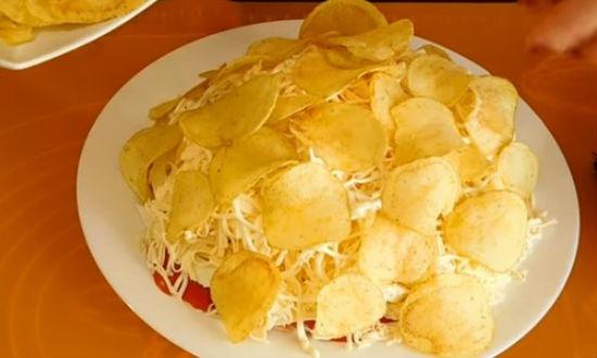 Закрываем салат чипсами