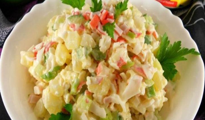 Оригинальный салат с крабовыми палочками
