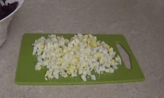 Режем яйца