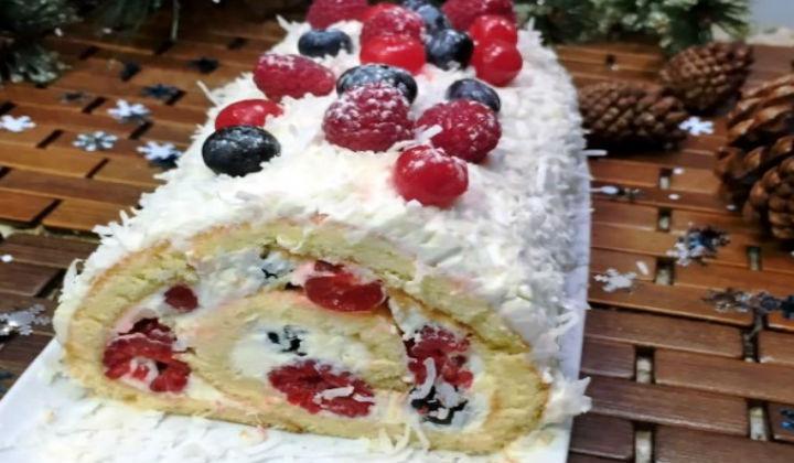 """Новогодний торт-рулет """"Ягоды на снегу"""""""