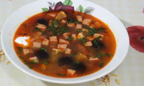 Разливаем суп по тарелкам