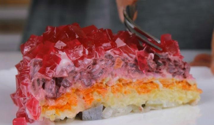Селедка под рубиновой шубой с желе