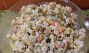 салат кальмары