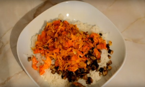 смешиваем морковь с рисом