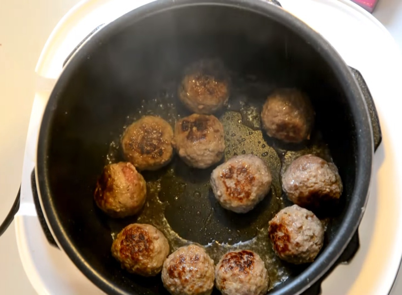 Fry the meatballs