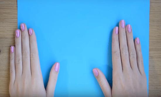 лист голубой бумаги