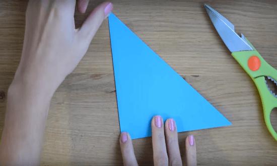 складываем пополам треугольни